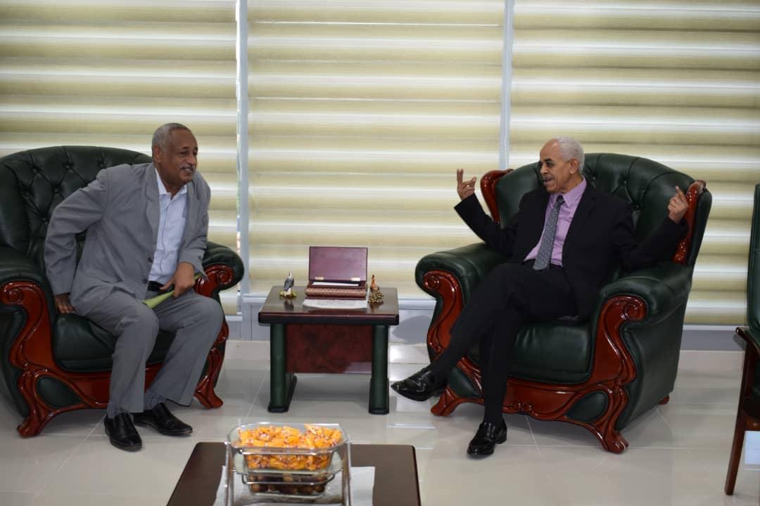 بحث أوجه التعاون بين وزارة العدل و البرلمان