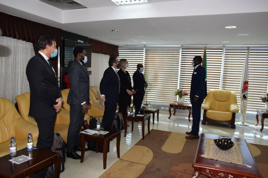 اجتماع وزير العدل مع وفد مكتب المدعي العام للمحكمة الجنائية